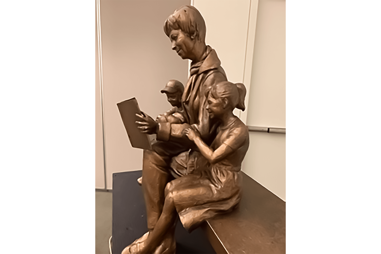 Pat Dando Statue in Bronze